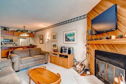 Beautiful Ski-in/out Condo With Free Wifi!