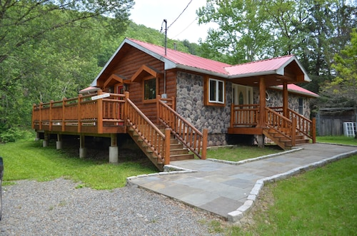Newly Renovated Catskill Mountain Water Front Custom Log Home