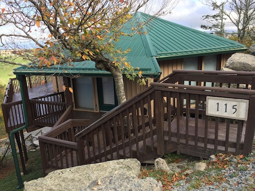 Year Round Getaway Near top of Beech Mountain