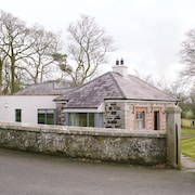 Luxury 5 Star Self Catering Accommodation In Historic Gate Lodge With Wi-fi