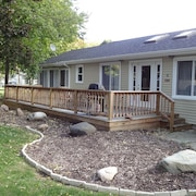 Newly Updated Cottage in Great Location - Walking Distance