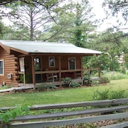 Jack's Log Cabin Near Meramec River in Quiet Wooded Setting With Hot Tub