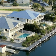 Grouper House, Lux 4BR, 6BA home w/ pool, dock and boat ramp