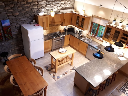 1st Class Cottage Location - Teach Mor at The Priory Killarney Courtyard