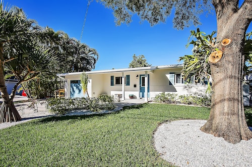 Beautiful Open Water Views, Heated Pool/hot Tub, Near Downtown St. Pete!!