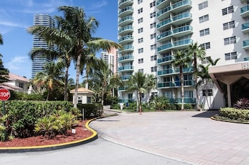 Destination Stays-Ocean View Condo Miami