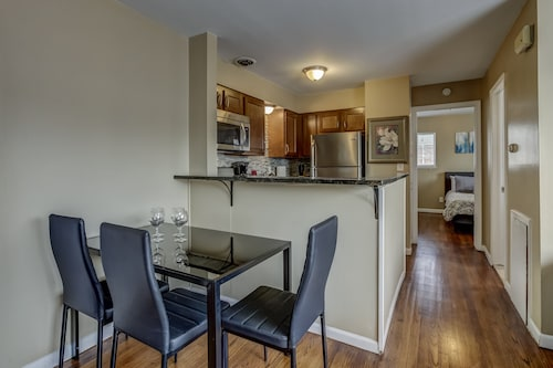 Main Street Luxury One Bedroom Apartment Bedroom Downtown Royal Oak