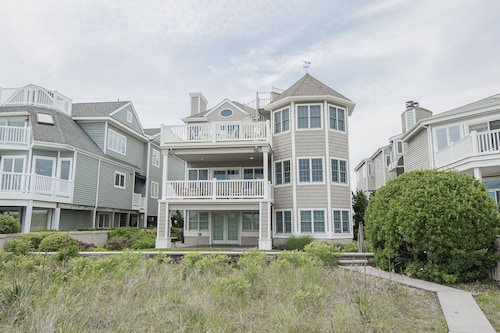 Beach Front, Gold Coast, 6 Br, 2 Master Suites, Sleeps 18, Private Beach Access