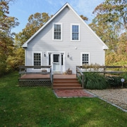 Newly Renovated! Walk to Town Oak Bluffs, 4 Bedroom/3 Bath A/c. Ferry Tix!