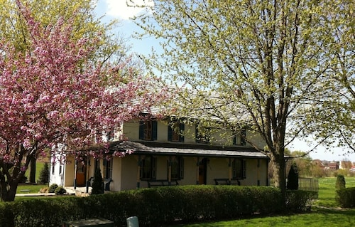 Fall Special 3 Nights Just $945 Large Screened Porch Gorgeous Historic Home