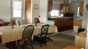 5 bedrooms, WiFi, linens