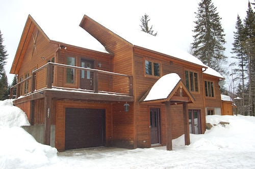 The Johannsen - Tremblant - Large Newer Secluded House Near the Resort