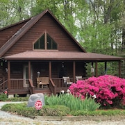 Majestic Lakefront Log Cabin Befindet Sich in den NC High Plains