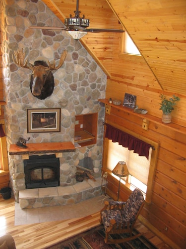 Log Home Nestled in National Forest 20 Minutes From Minocqua
