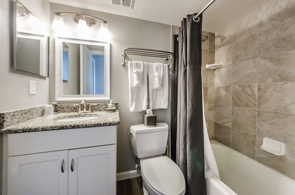 Bathroom, The New Hotel Indian Shores
