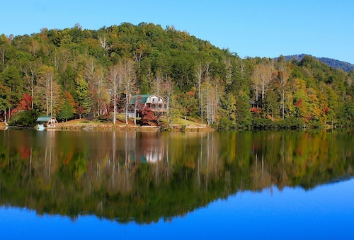 Lake Lure Retreat - A Beautiful Lakefront Lodge on Mirror Lake~waterfront~newly Expanded Deck