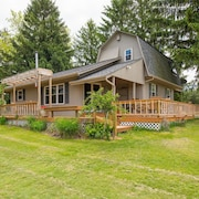 Cozy 3 Bedroom pet Friendly Cabin With Shared Pond and Close Proximity to Cantwell Cliffs