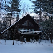 PET Friendly- Spacious Chalet- 5 min to Slopes