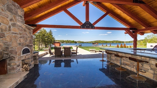 Lake Front All Season Vacation Luxury Home