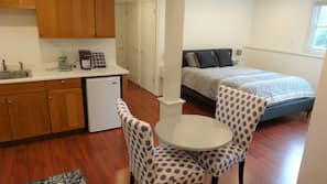 1 bedroom, iron/ironing board, WiFi, linens