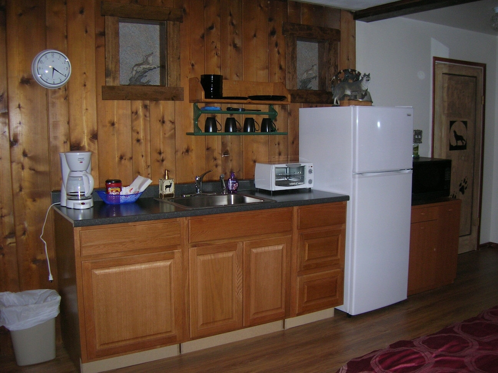 Private Kitchen, Beautiful Peaceful Farmhouse, all the Comforts of Home