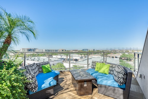 Cancelation Special Amazing Boutique Property Roof top ,scottsdale Quarter