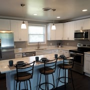 Beautiful Remodeled Brick Ranch Close to Opryland and Dowtown Nashville!