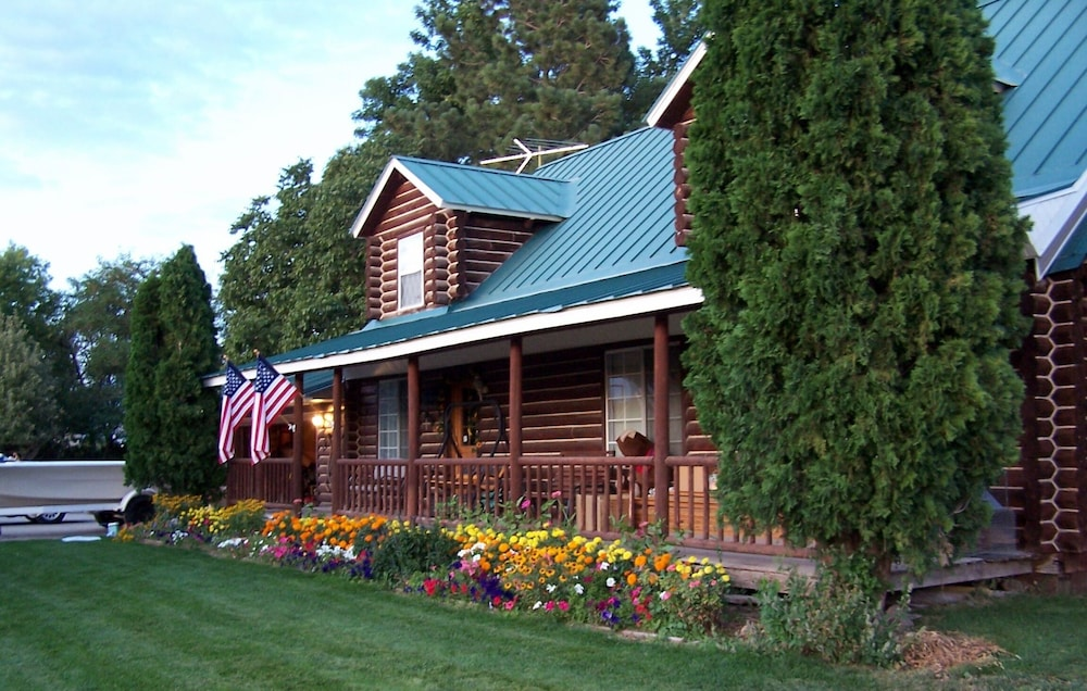 Featured Image, Log Home on 17 Acre Farm