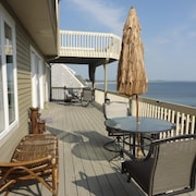 Oceanfront Villa, A/c, Cable TV, Free Wifi 2 Decks, Outdoor Grill, pet Friendly