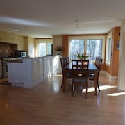 Off Shore Road-walk to the Beach and Perkins Cove-walk to Shops and Restaurants
