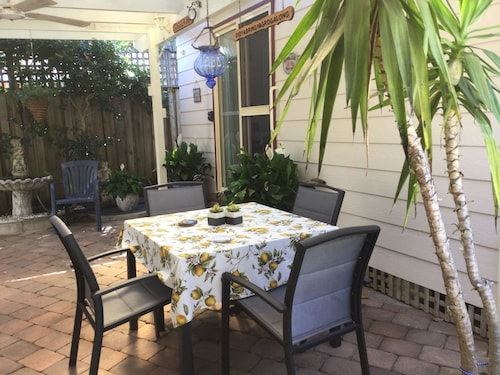 Camelia Cottage - Located at Frenchs Forest
