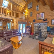 Luxury Log Home, Near Story Land, Super Clean, Views, Pool In/out & Fitness