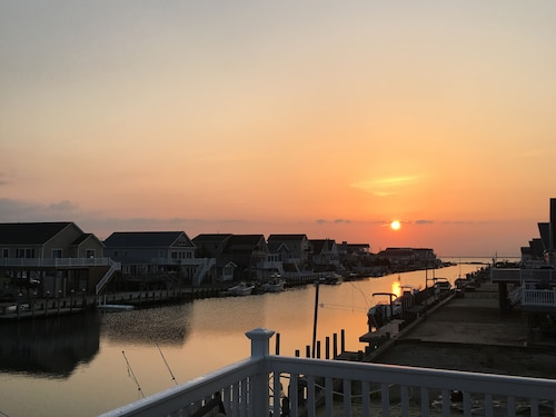 Waterfront Remodeled Home - Ferry to Beach Haven - Close to LBI or AC