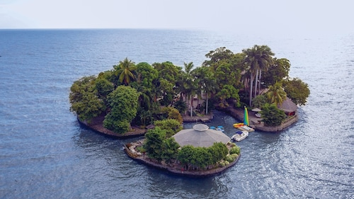 Private Island Paradise for 2 37,700 Sq Ft Boating Facilities With Staff