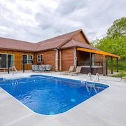 Newly Remodeled 4 Bedroom pet Friendly Lodge With Seasonal in Ground Pool. Close to Cantwell Cliffs