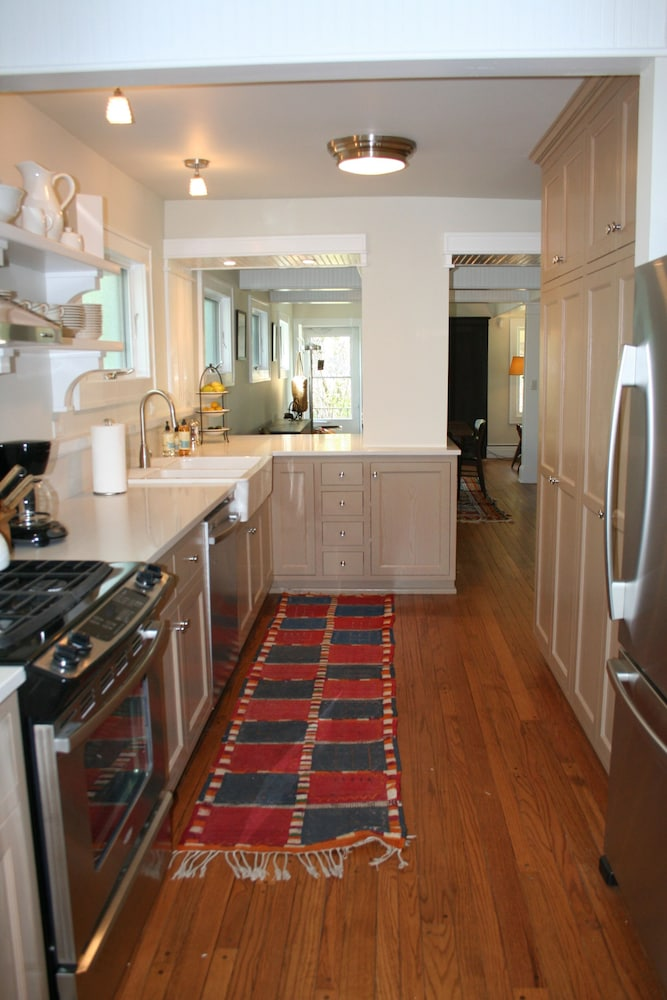 Private Kitchen, Charming Bead-board Cottage in Historic Excelsior on Lake Minnetonka