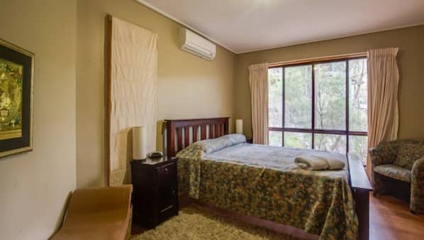 2 bedrooms, iron/ironing board, bed sheets, wheelchair access