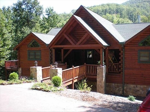 Luxurious Mountain Lodge in Gated Preserve, Black Mountain, NC