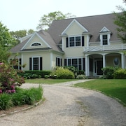 Falmouth Luxury Retreat - Walk to Beaches - Heated Pool - Near Wood's Hole