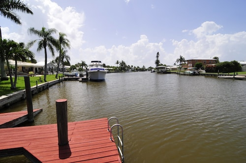 Waterfront Estate - Five Bedroom Pool Home on Wide Canal Near Beach
