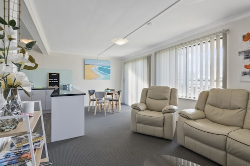 Aruba Apartments: Burnie Waterfront & Ocean Views