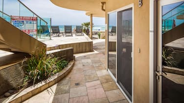 Ground Floor, Ocean Front Beach Condo With Hot Tub