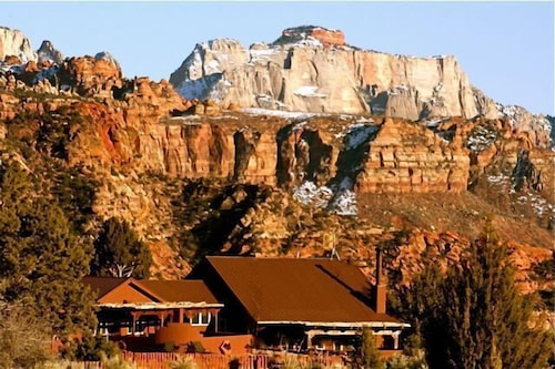 Secluded/private 10 Acre Estate in & Surrounded by Zion National Park