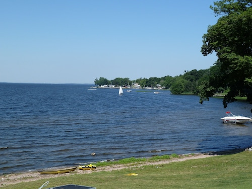 Beach, Dock, Deck, Amazing Views, Waterfront Cottage With Central Air!