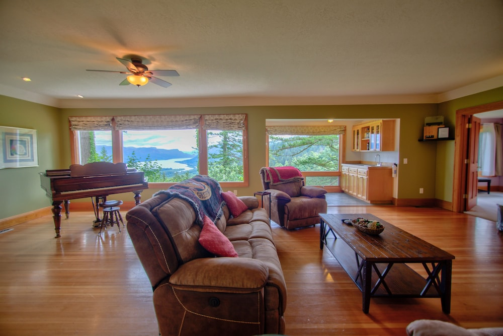 Living Room, Hagrid's Cabin - Beautiful View Over The Columbia Gorge, Near Vista House
