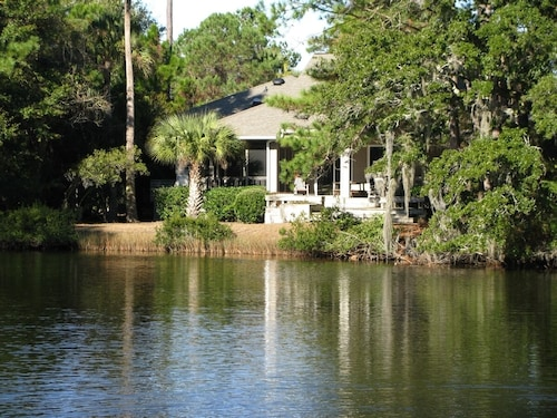 3BR Peaceful, Kiawah, Lagoon View Home, Wifi, Comfortable and Welcoming