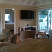Easton's Point: Modern Beach House, Central AC, Short Walk to Beach