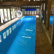 Spacious Character Barn - Indoor Heated Pool - Sleeps 10