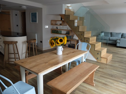 A stylish boutique apartment in the heart of Whitstable's famous Harbour Street!