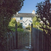 Beautiful Harbourside Listed Coastguard Cottage, Snowhill, West Wittering